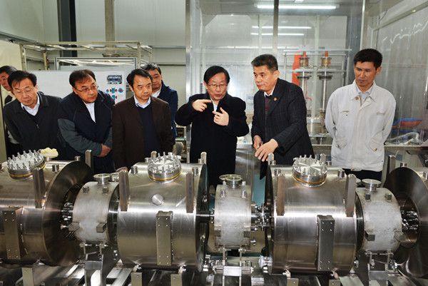 万钢考察高能所ADS质子直线加速器项目现场