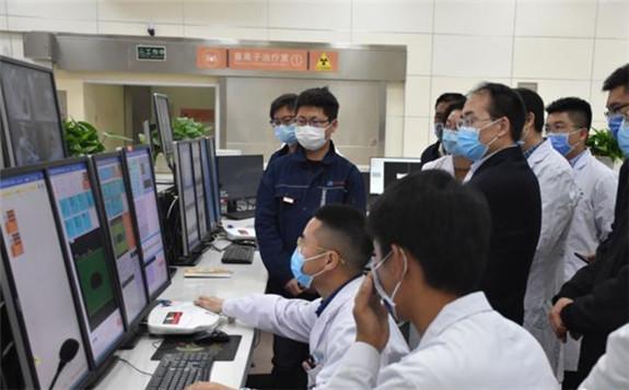 """我国首台重离子医疗设备投入临床应用 以70%光速""""精确制导"""""""
