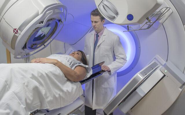 以色列医生恢复对COVID-19患者进行肺部放射治疗