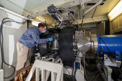 NRL制造的氩氟化物激光器取得突破 创造了新的能源记录