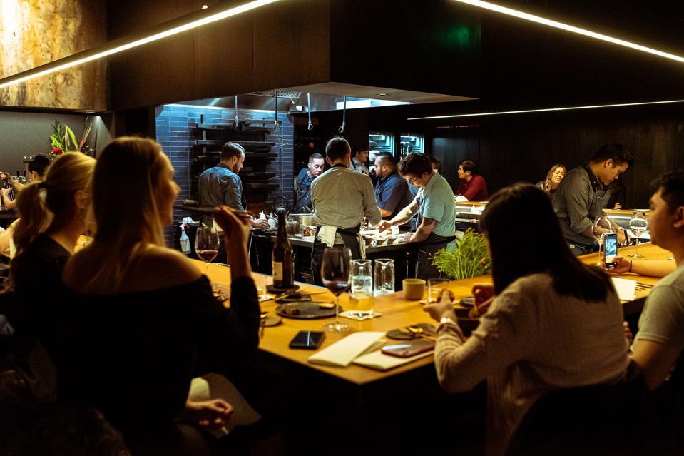 历史上第一家在室内使用紫外线照射来抗击COVID-19的餐厅