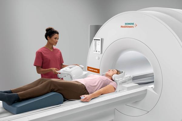 西门子推出大口径中场MRI扫描仪
