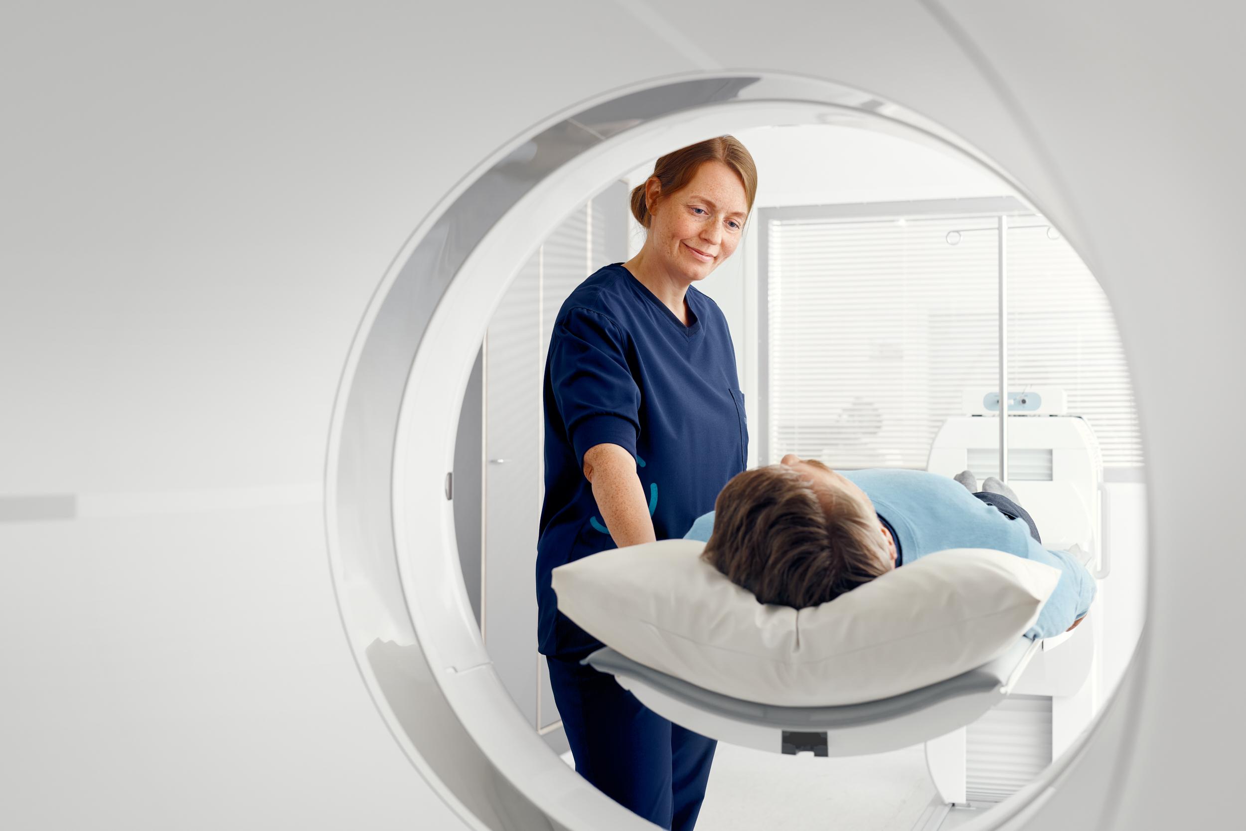 放射性核素标记多功能纳米探针及其在PET显像中的研究进展