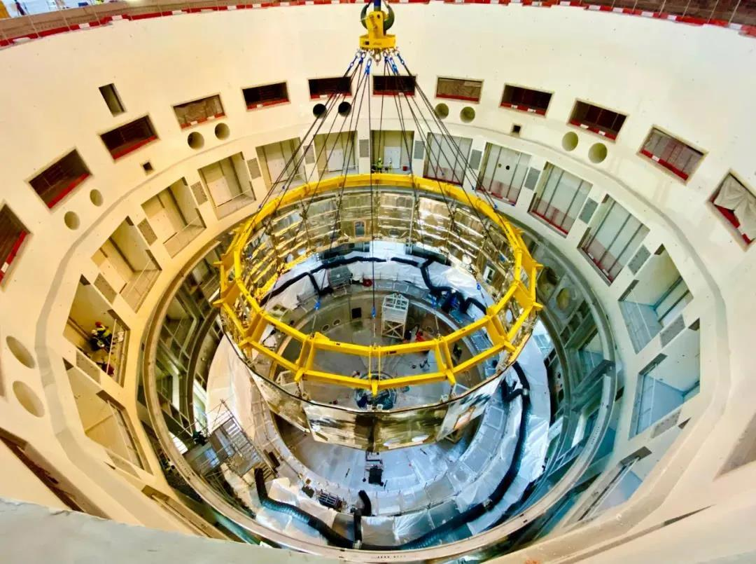 中核集团牵头完成ITER杜瓦下部冷屏吊装