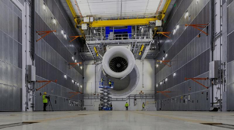大型测试台集成了强大的X射线机 可捕获正在运行的发动机数据